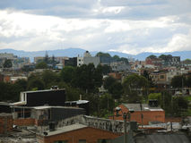 Daken en bomen van een buurt in Bogota, Colombia. Royalty-vrije Stock Foto's