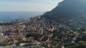 Daken en flatgebouw in de stad van de stadsfrankrijk van Monaco Monte Carlo met Yahts-zeehavenboten en casino stock videobeelden