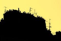 Daken in Gestileerd Parijs Silhouet op Gele Achtergrond stock foto