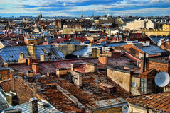 Daken heilige-Petersburg De Achtergrond van stadsdaken in Sunny Day Stock Afbeeldingen