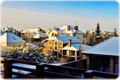 Daken met sneeuw worden behandeld die Stock Afbeelding