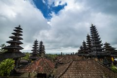 Daken in Pura Besakih Temple in het Eiland van Bali, Indonesië stock afbeeldingen