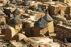 Daken van een traditioneel dorp in Mali Stock Foto