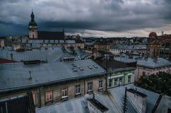 Daken van Lviv in de schemer ukraine Royalty-vrije Stock Foto