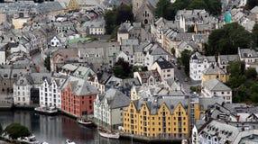 Daken van oude huizen in de stad Alesund van Noorwegen Royalty-vrije Stock Fotografie