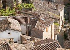 Daken van oude Sorano-stad Stock Foto