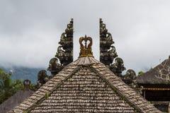 Daken van Pura Besakih-tempel, het eiland van Bali stock fotografie