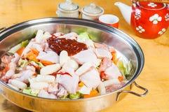 Dakgalbi coreano cru da galinha Imagens de Stock