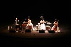 DakhaBrakha bij solo overlegt bij theater royalty-vrije stock foto's