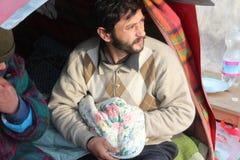 Dakloze mensen die onder de sneeuw leven Stock Foto's