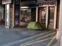Dakloze mensen die in Parijs kamperen Stock Afbeelding