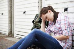 Dakloze Tiener op Straten met Rugzak stock foto's