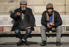Daklozen op de straten van Barcelona stock afbeeldingen
