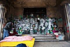 34/5000 daklozen voorbereid bed in openlucht Royalty-vrije Stock Afbeelding