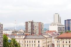 Dakmening van van de flatsflatgebouwen met koopflats van bureaugebouwen de zaken Lju Royalty-vrije Stock Foto's