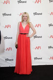 Dakota Fanning, die zu dem AFI Leben-Achievement Award ehrt Shirley MacLaine kommt Stockfotografie