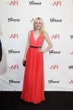 Dakota Fanning, die zu dem AFI Leben-Achievement Award ehrt Shirley MacLaine kommt Stockfoto