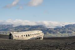 Dakota-Flugzeug auf dem Strand stockfotos