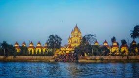 Dakshineshwar tempelsikt från hoogly floden royaltyfria bilder