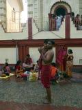 Dakshineswar Kali Temple et peuples indiens viennent pour jouer un saint photos stock
