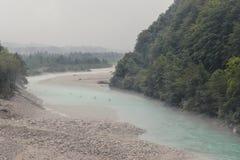 Daksparren op de Soca-rivier in Slovenië stock afbeelding