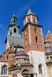 Daktorens van kathedraal op Wawel-kasteel, Krakau, Polen Stock Afbeeldingen