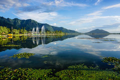 Dal湖风景在斯利那加,印度 免版税库存图片