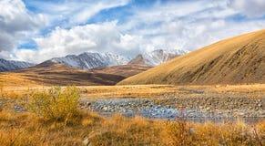 Dal av bergfloden Arkivbilder