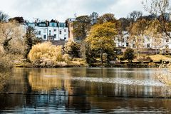 Dal av det vård- dammet, Hampstead hed royaltyfria bilder