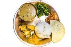 Dal Bhat, disco tradicional de la comida del Nepali con arroz, sopa de lentejas, las verduras, papadum y las especias Fotografía de archivo libre de regalías