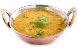 Dal-curry på vit bakgrund Arkivbild