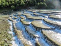 Dal för blå måne, Jade Dragon Snow Mountain, Lijiang, Yunnan Kina Arkivfoto