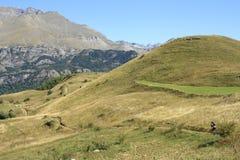 dal för cykelbergpyrenees tena Arkivbild