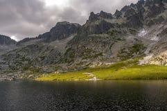 Dal för fem spiskiesjöar hög bergtatra slovak arkivbilder