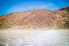dal för nationalpark för badwaterhandfatdöd arkivfoto