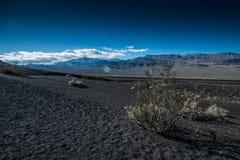 dal för ubehebe för park för fält för död för Kalifornien kraterkrater half vulkanisk stor nationell nordlig Royaltyfria Foton