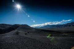 dal för ubehebe för park för fält för död för Kalifornien kraterkrater half vulkanisk stor nationell nordlig Royaltyfria Bilder