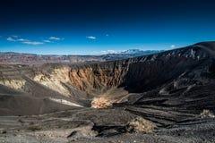 dal för ubehebe för park för fält för död för Kalifornien kraterkrater half vulkanisk stor nationell nordlig Arkivbild