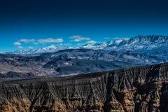 dal för ubehebe för park för fält för död för Kalifornien kraterkrater half vulkanisk stor nationell nordlig Royaltyfri Foto