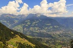Dal i södra Tyrol nära Meran, Italien Arkivfoto