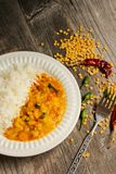 Dal Indian-Linsencurrysuppe und -reis Stockfotografie