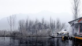 Dal Lake est un lac à Srinagar, Cachemire, Inde Photographie stock libre de droits