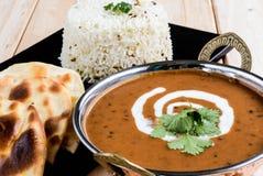 Dal-makhni med naan och ris Arkivfoton
