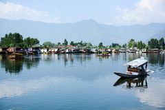Dal sjö på Srinagar, Kashmir, Indien Royaltyfria Foton