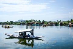 Dal sjö på Srinagar, Kashmir, Indien Royaltyfri Fotografi