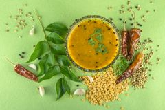Dal traditionnelle indienne du sud avec des ingrediants photo libre de droits
