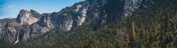 dal yosemite Vaggar, den Yosemite dalen Vaggar och vattenfall av den Yosemite nationalparken Royaltyfria Foton