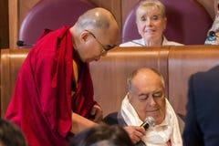 Dalai Lama och direktören Bernardo Bertolucci Royaltyfri Fotografi
