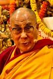 Dalai Lama ser direkt in i kameran, som han undervisar i Dharamsala, Indien, Septemeber Julian_Bound 2014 D Fotografering för Bildbyråer