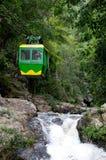 Dalanta Wasserfall mit Drahtseilbahn Lizenzfreie Stockfotos